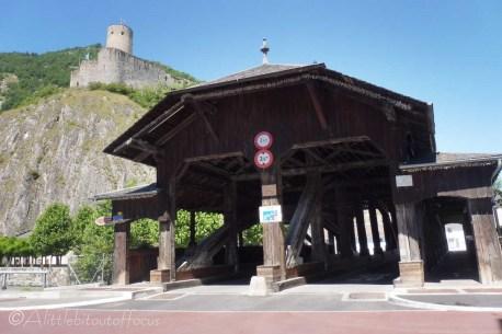 2 Entry gate