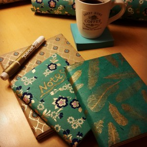 DIY Friday – Unique notebooks for bookworms and stationery-lovers. Blue, green and gold notebooks.