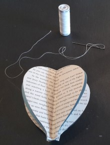 DIY Friday – Bookish air balloon mobile 10