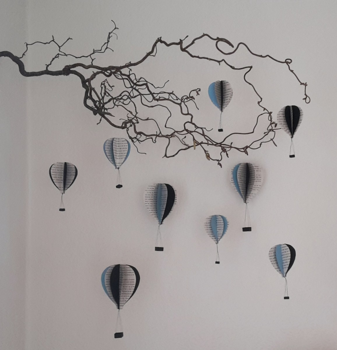 DIY Friday – Bookish air balloon mobile 26