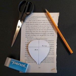DIY Friday – Bookish air balloon mobile 4
