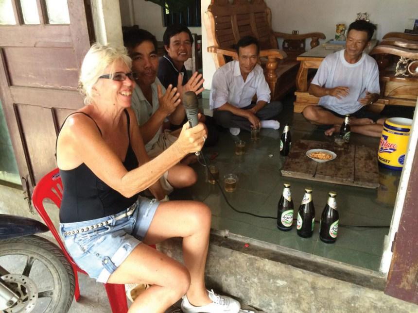 Jane_Wild Sing With Local at Vietnam