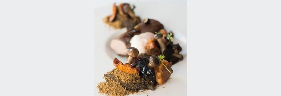 lombinho-javali-confitado-e-alheira-no-bosque-com-cogumelos