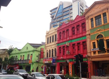 I just LOVE old buildings! Let alone the colorful ones duh!