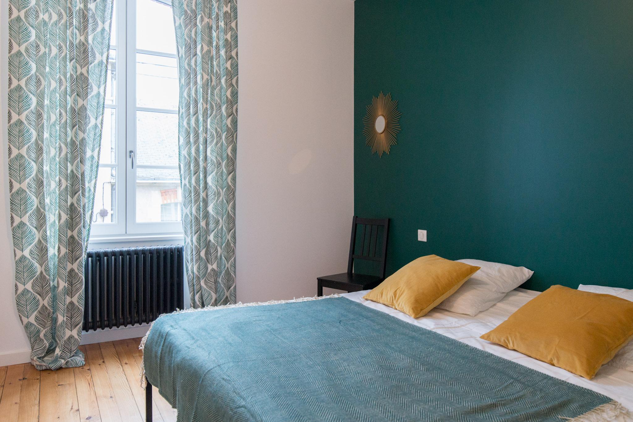 chambre jaune moutarde chambre jaune et gris images deco chambre jaune genialemejing. Black Bedroom Furniture Sets. Home Design Ideas