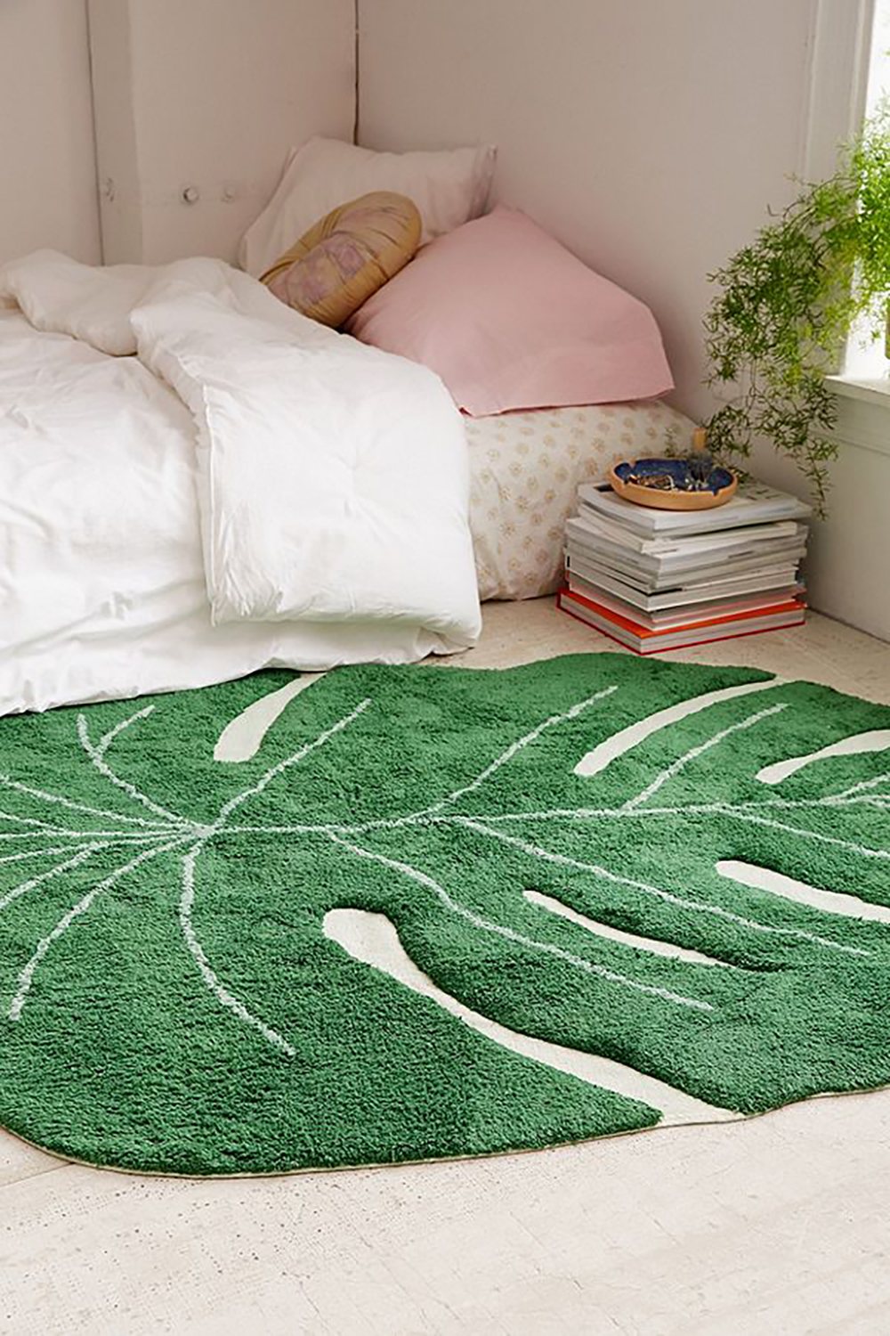 Monstera leaf washable rug on urban outfitters - Tropical rugs - Transform your home into a tropical paradise | Aliz's Wonderland