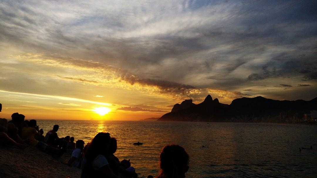 Sunset at Praia do Arpoador - Best beaches in Rio de Janeiro | Aliz's Wonderland