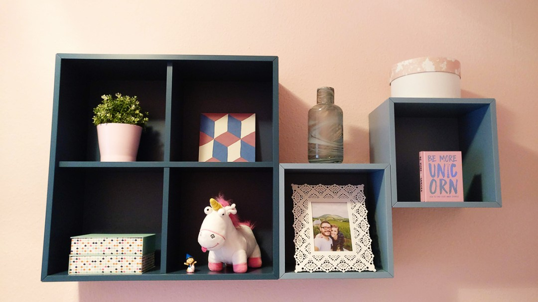 Pale pink bedroom with blue shelves - Warm up your home with pink wall colour | Aliz's Wonderland