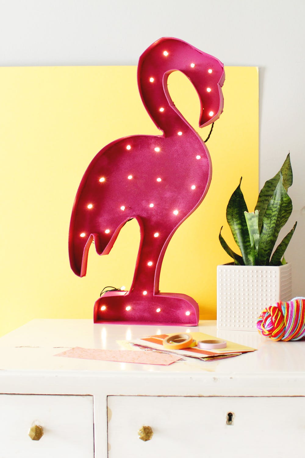 DIY Flamingo marquee light - Decorate your home with flamingos | Aliz's Wonderland