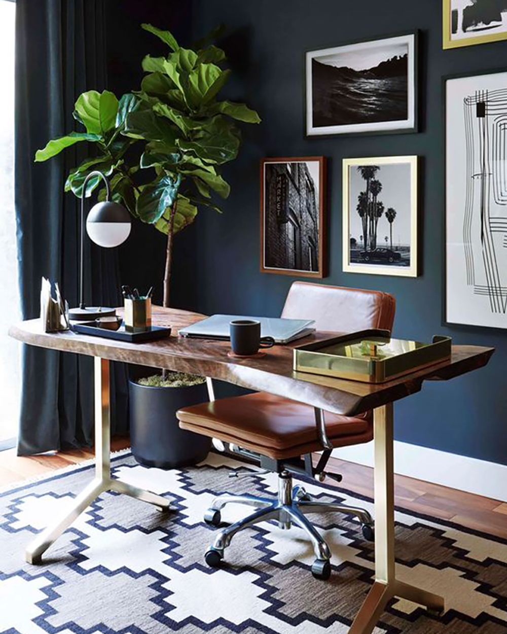 Modern and eclectic office with blue wall - 35 ideas for blue wall colour in home decoration | Aliz's Wonderland