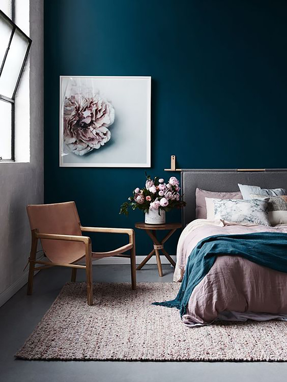 Navy blue bedroom with pink shades - 35 ideas for blue wall colour in home decoration | Aliz's Wonderland