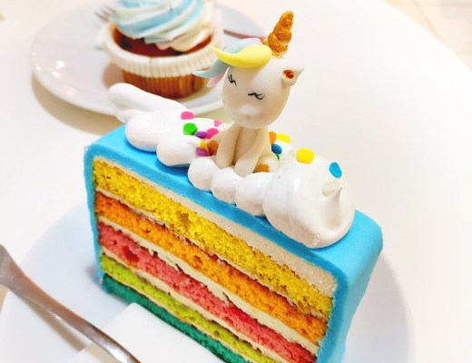 Yummy rainbow cake and unicorn cupcake in Sugar shop - Unicorn and rainbow food guide to Budapest, Hungary | Aliz's Wonderland #unicorn #unicornfood #budapest #rainbowfood #budapestfood