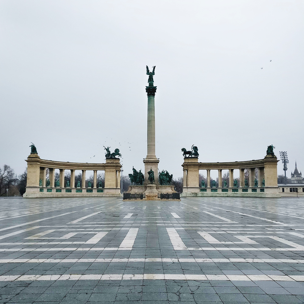 Stroll in Heroes' square and City Park - Budapest bucket list - Top things to do in Budapest | Aliz's Wonderland #travel #Budapest #bucketlist #Budapestbucketlist #printable