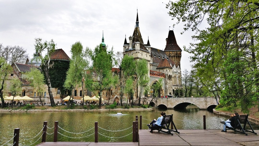 Stroll in Heroes' square and City Park with Vajdahunyad Castle - Budapest bucket list - Top things to do in Budapest | Aliz's Wonderland #travel #Budapest #bucketlist #Budapestbucketlist #printable