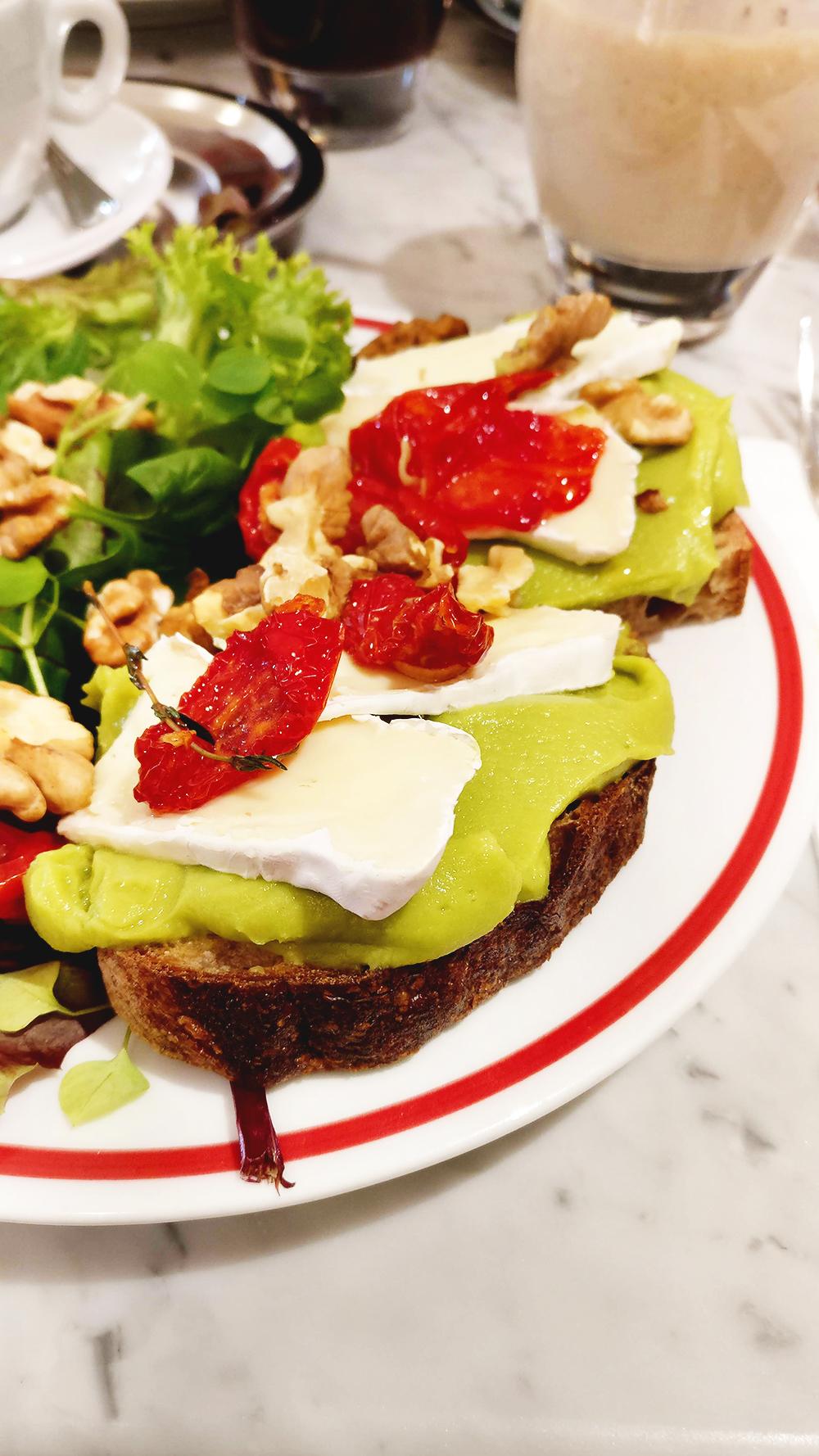 Avocado toast in Börze Café and Restaurant - Avocado toast lover's guide to Budapest, Hungary | Aliz's Wonderland #Budapest #Hungary #travel #avocadotoast #foodie #Budapestfoodguide