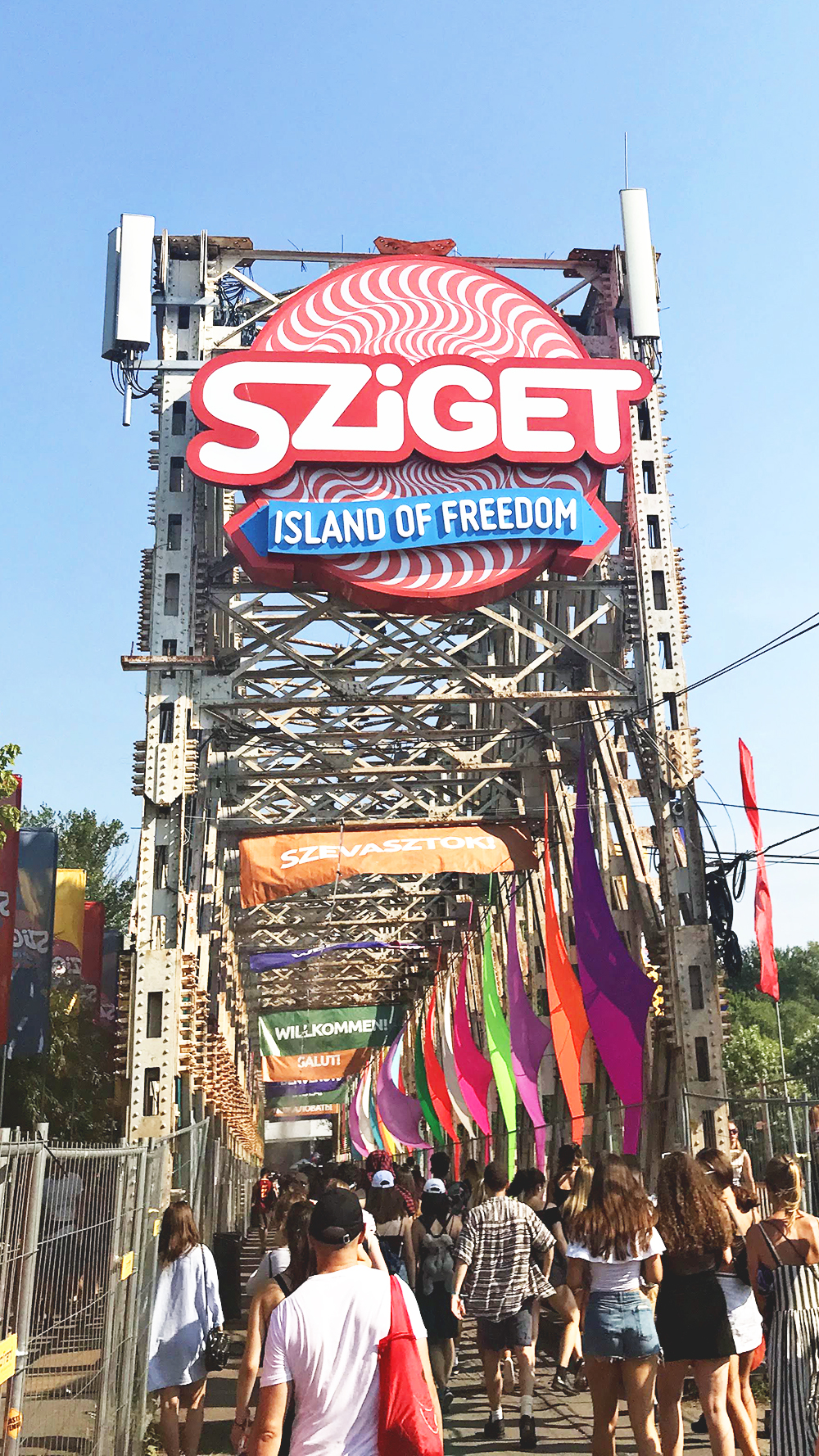 Visit Budapest in summer and attend Sziget festival - A first-timer's guide to Budapest - Things to know about visiting Budapest, Hungary | Aliz's Wonderland #Budapest #Hungary #travel #travelguide #Budapestguide