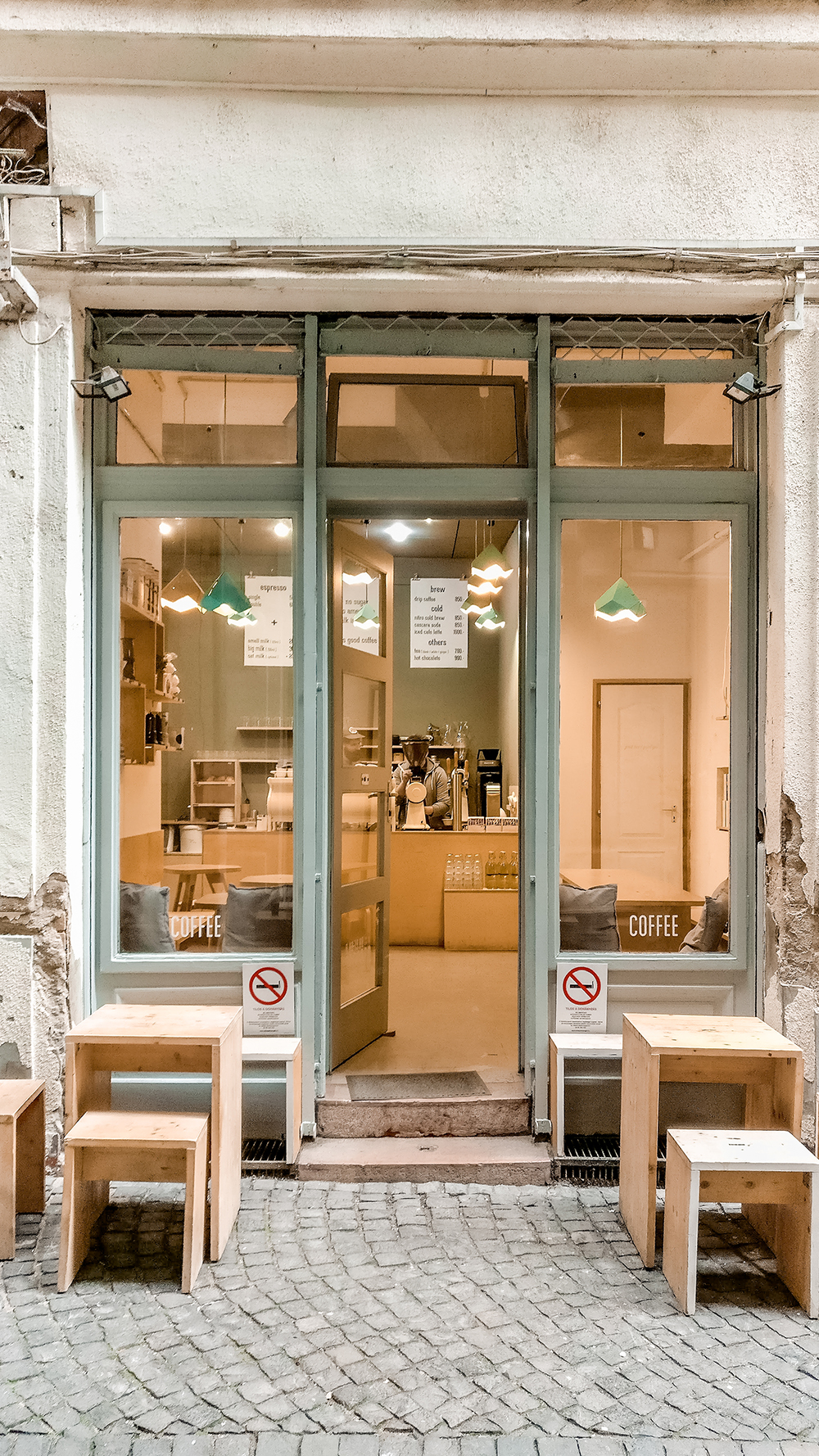 Kontakt Coffee - Where to drink the best specialty coffee in Budapest, Hungary? | Aliz's Wonderland