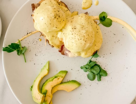 Bacon Benedict with Avocado Hollandaise in Á la Maison Grand - Budapest's best breakfast & brunch places in the centre - Deák Ferenc square and Astoria | Aliz's Wonderland