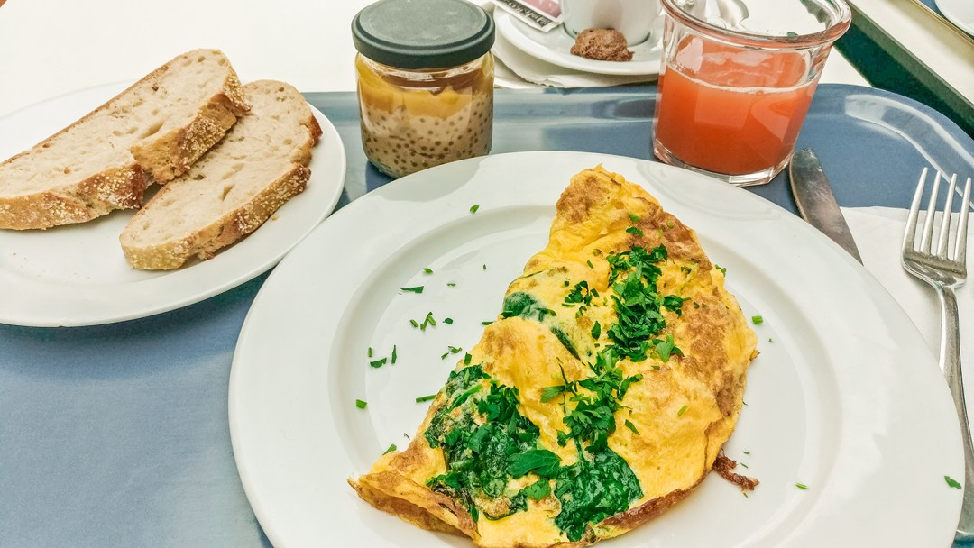 Omelette in Fruccola - Budapest's best breakfast & brunch places in the centre - Deák Ferenc square and Astoria | Aliz's Wonderland