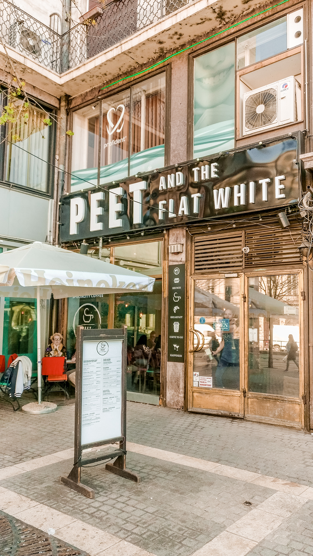 Peet and the Flat white - Budapest's best breakfast & brunch places in the centre - Deák Ferenc square and Astoria | Aliz's Wonderland
