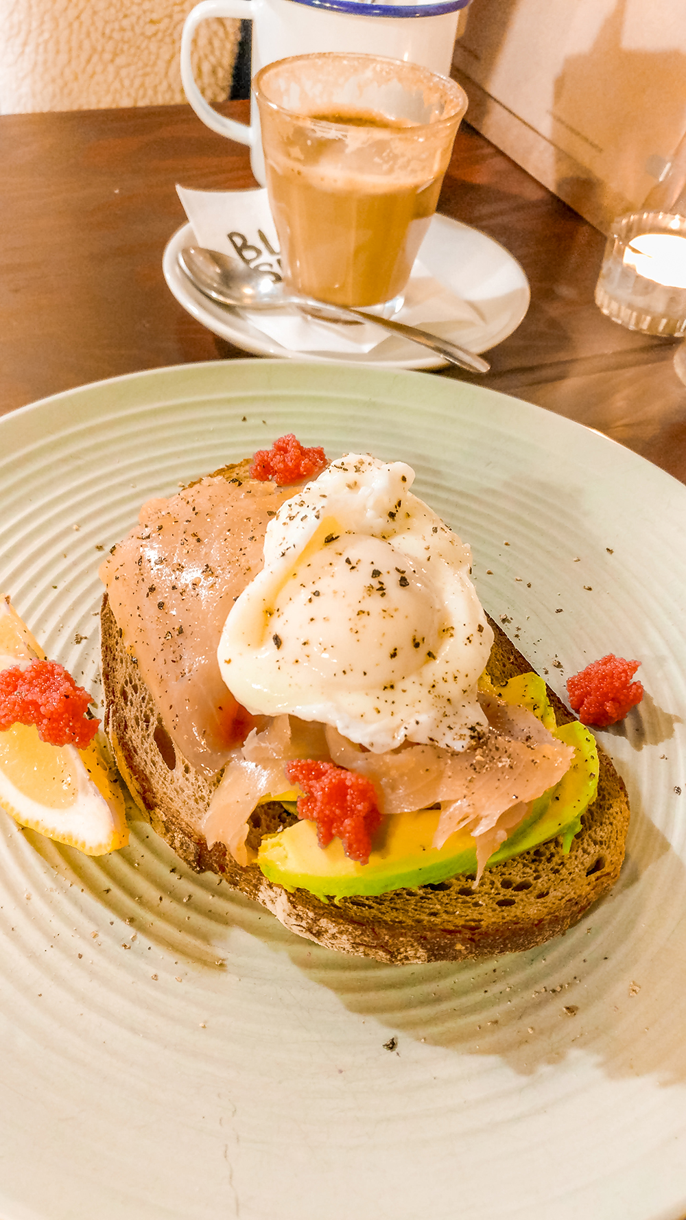 Avocado toast in Sonkapult - Budapest's best breakfast & brunch places in the centre - Deák Ferenc square and Astoria | Aliz's Wonderland