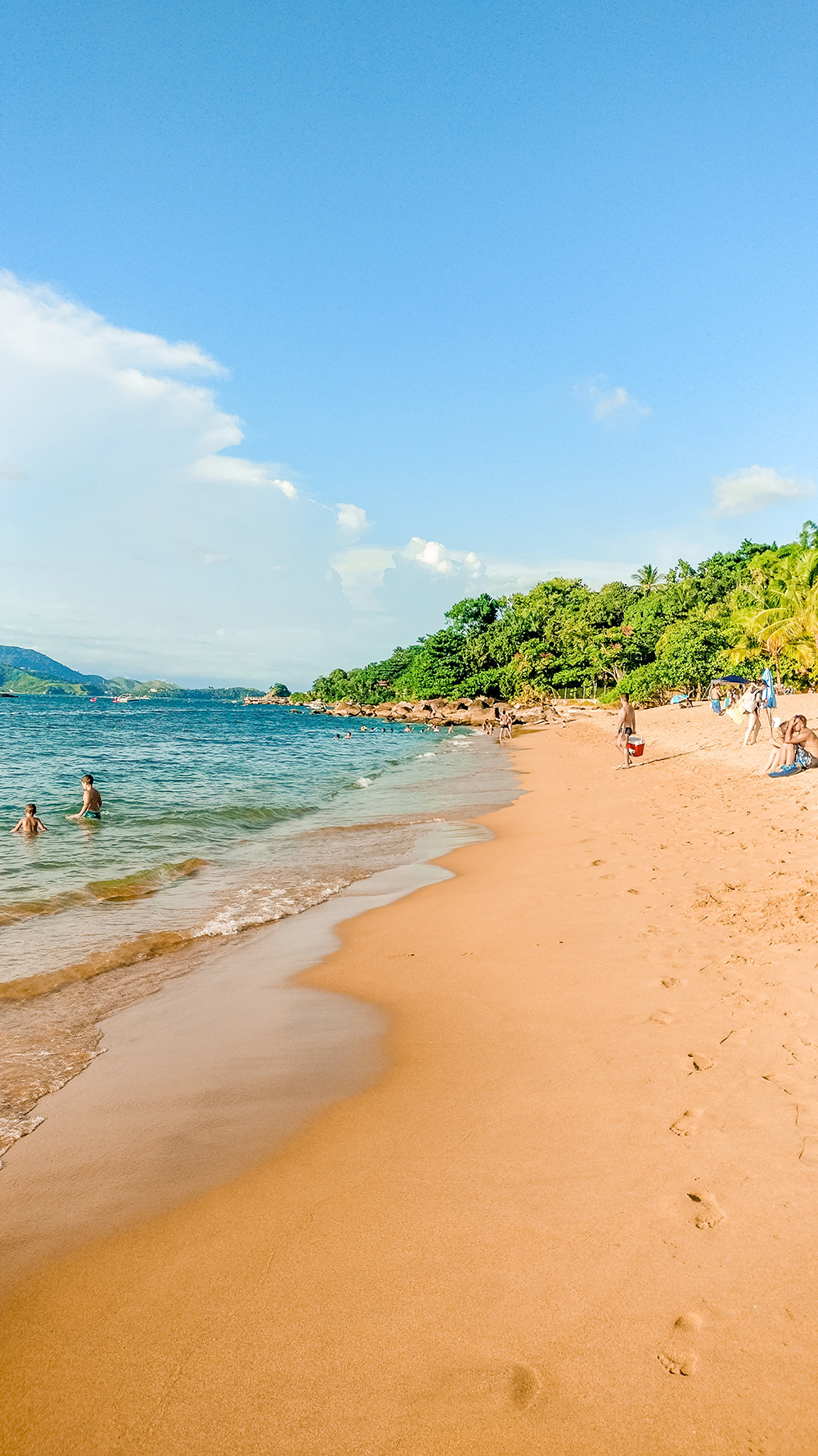 Beachtime at Praia Grande - How to spend 3 days in Ilhabela, Brazil? | Aliz's Wonderland