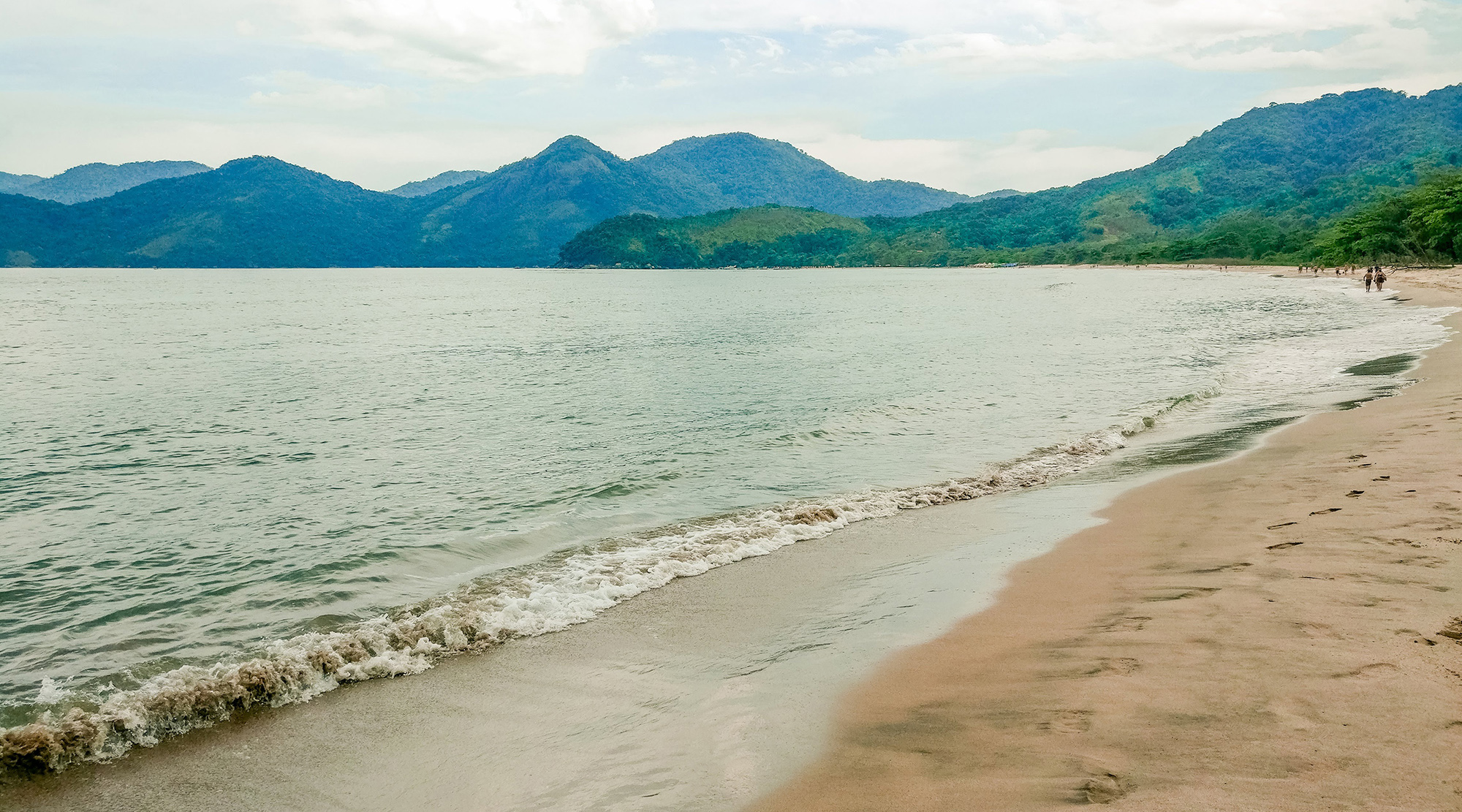 Beachtime at Praia Castelhanos - How to spend 3 days in Ilhabela, Brazil? | Aliz's Wonderland