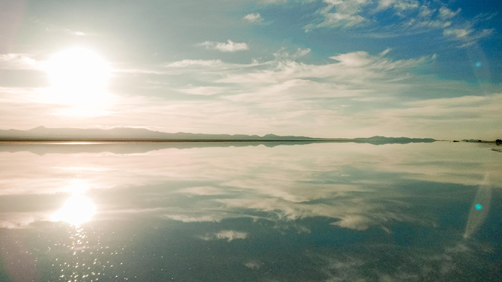 Sunrise at Salar de Uyuni - How to pick the best Uyuni Salt Flats tour to Bolivia? | Aliz's Wonderland