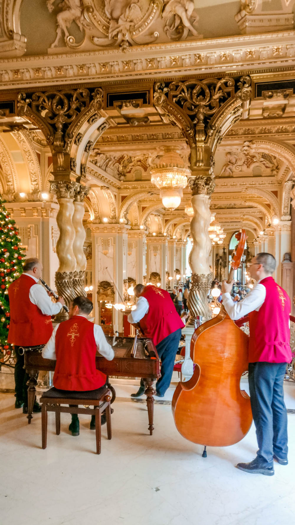 Live music at New York Palace Café in Budapest, Hungary - Is it worth visiting? | Aliz's Wonderland
