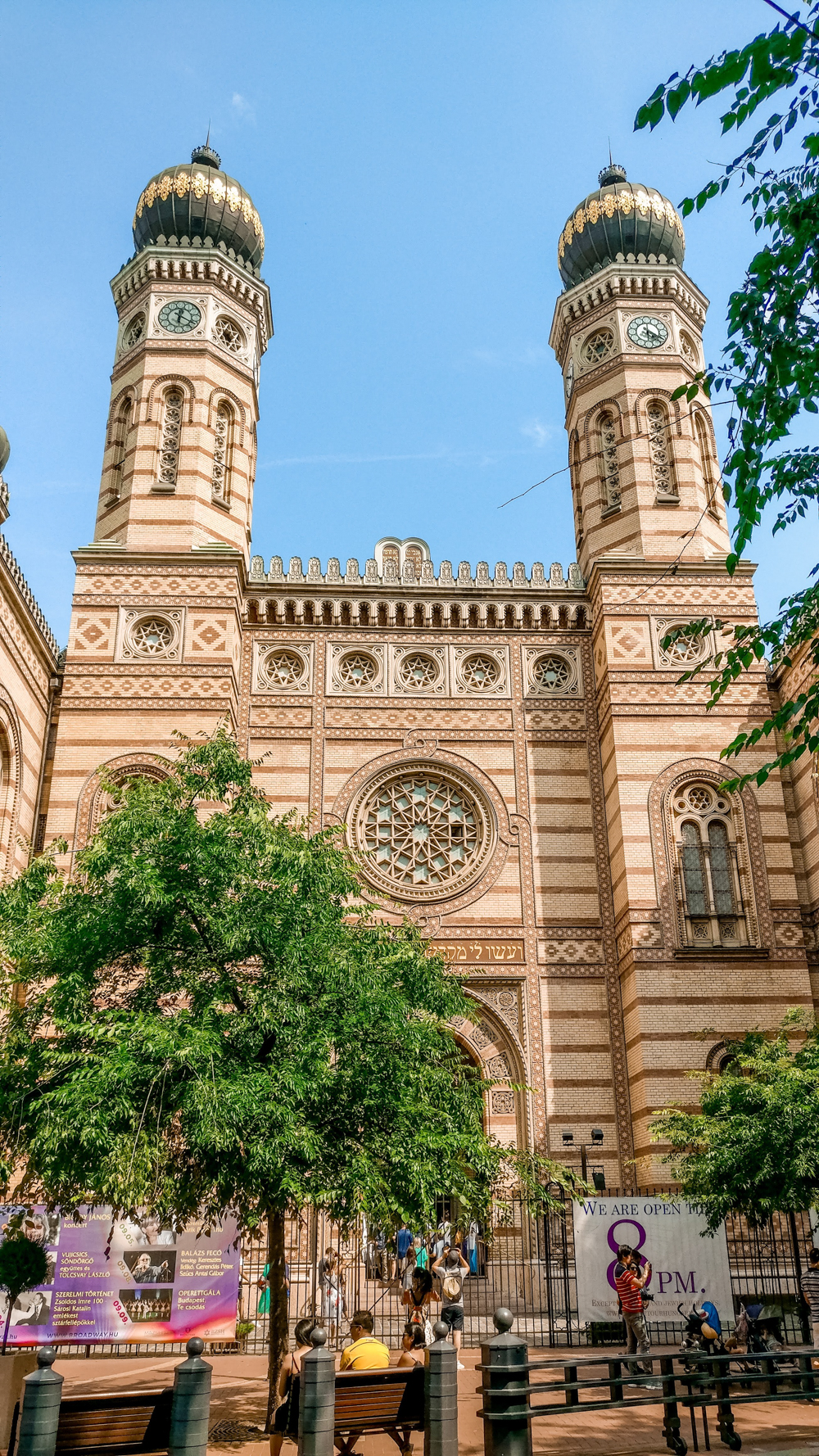 Dohány street synagogue - How to explore Budapest in 2 days? - a local's travel guide with prices and map   Aliz's Wonderland