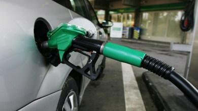 "Photo of في ""تحدٍ"" للمهربين .. الحكومة توافق على تمييز البنزين السوري بلون مختلف منعاً لتهريبه"