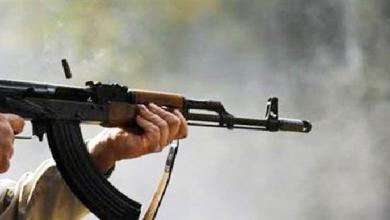 Photo of شاب يقتل أخاه ببندقية حربية ويلوذ بالفرار في ريف حماة