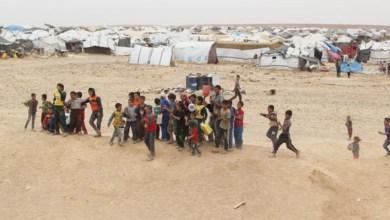 Photo of نازحو الركبان يتظاهرون : أطفالنا بدون دواء ولا طعام