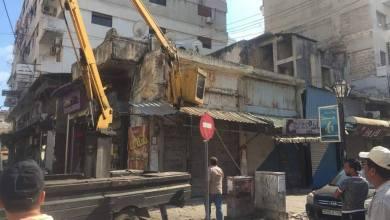 Photo of بلدية اللاذقية تبدأ بإزالة المخالفات في سوق الريجي القديم وسط المدينة