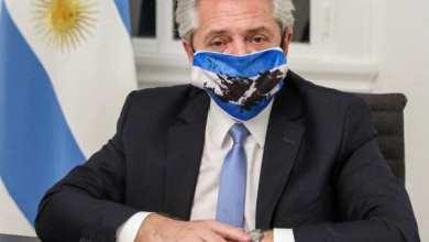 Photo of الرئيس الأرجنتيني يعلن إصابته بكورونا رغم تلقيه جرعتين من اللقاح