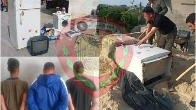 """Photo of 3 لصوص في جبلة يخفون """"عفش"""" منزل سرقوه ضمن كومة رمال"""
