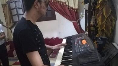 Photo of الجريح محمود الحسن.. كفيف قهر الظلام وأبدع بالأشغال اليدوية والموسيقى
