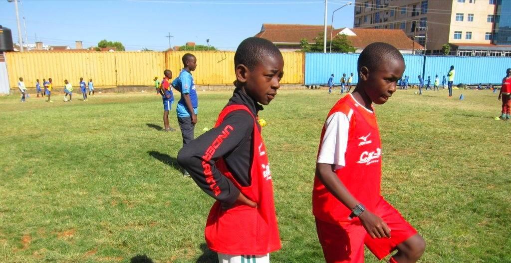 練習中のケニアの子供