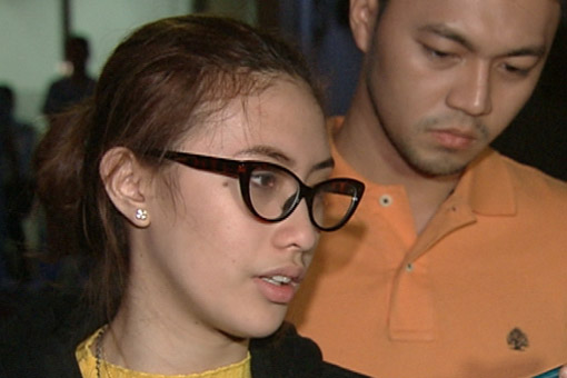 "Richard Parajinog comforts Angelica ""Pastillas Girl"" Yap, whose mother passed away on Sunday."