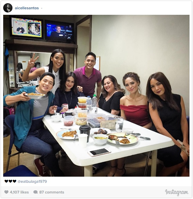 DABARKADS ALSO WATCHING IT'S SHOWTIME