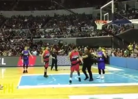 Daniel Padilla and JC de Vera nagkainitan sa Basketball Game