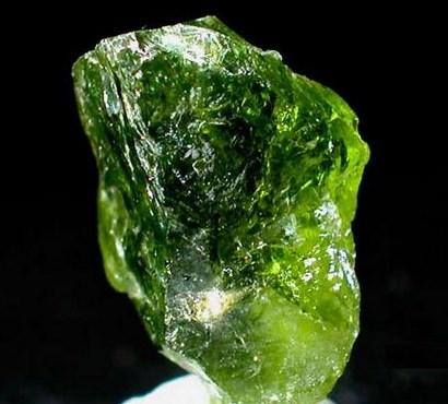 https://i0.wp.com/all-gemstones.com/wp-content/uploads/2015/08/peridot-stone-peridot-crystal.jpg