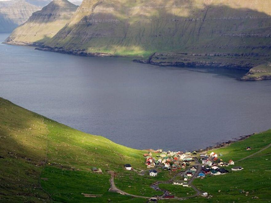 Northern Lights Breaks Iceland