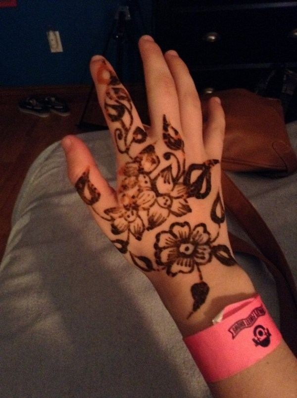 20 Side Hand Henna Tattoos Ideas And Designs