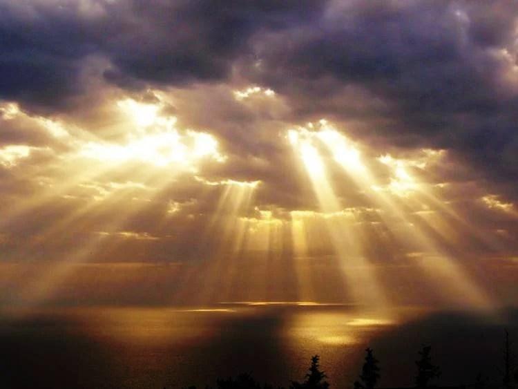 Afbeeldingsresultaat voor crepuscular sun rays