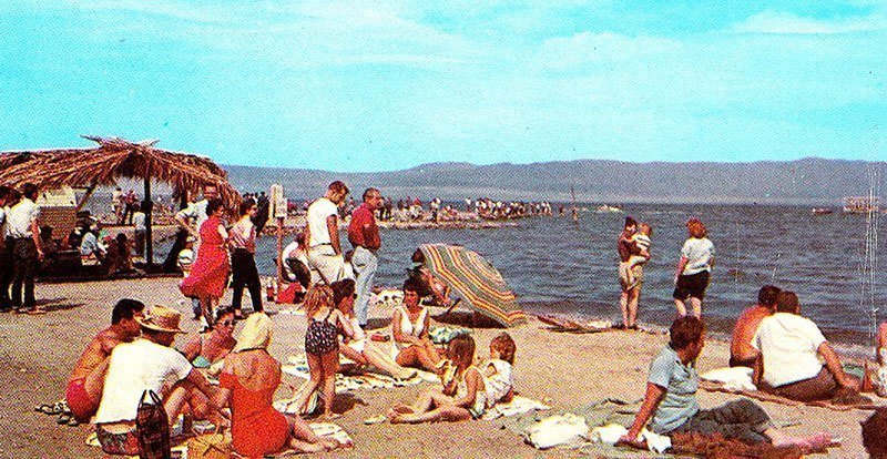 https://i0.wp.com/all-that-is-interesting.com/wordpress/wp-content/uploads/2015/03/salton-sea-tourists.jpg