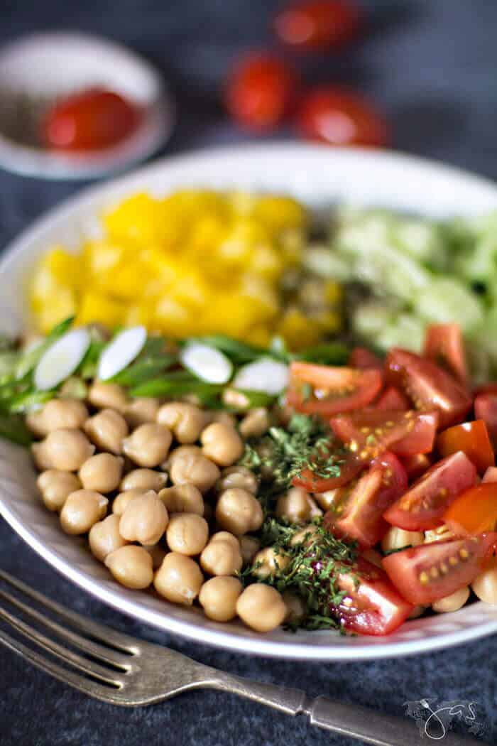 super easy and quick refreshing chickpea salad