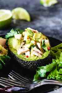 This delicious avocado and tuna salad is gluten-free, low in carbs, healthy, and quick and easy to make. | allthatsjas.com