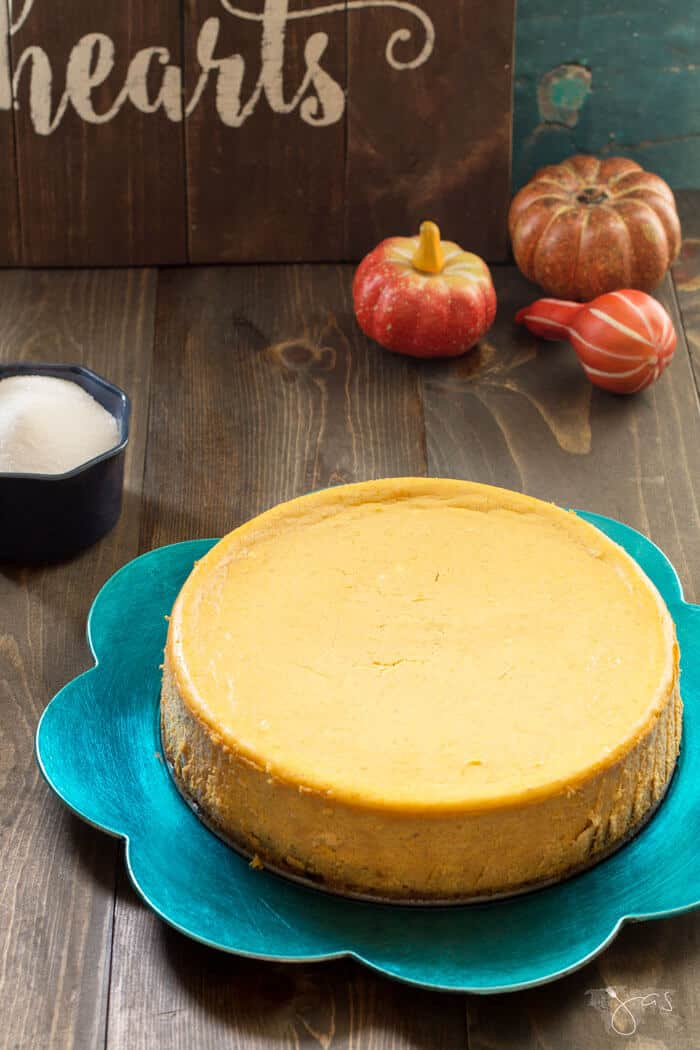 baked pumpkin cheesecake with brownie crust