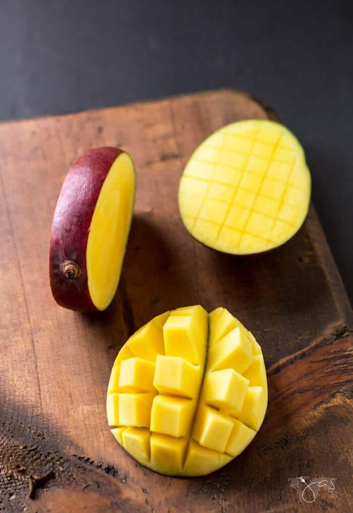 how to cut mangoes